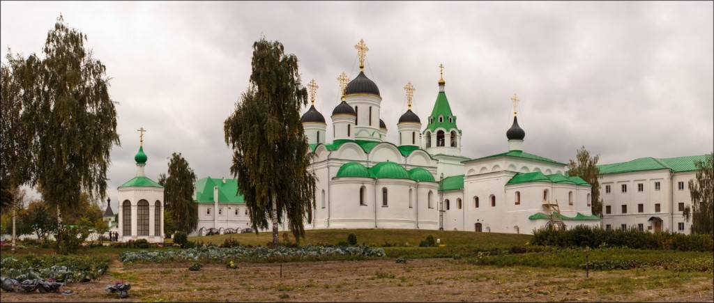 В Муромском Спасском монастыре. Спасский собор в центре. Фотограф - Вячеслав Заикин (bine)