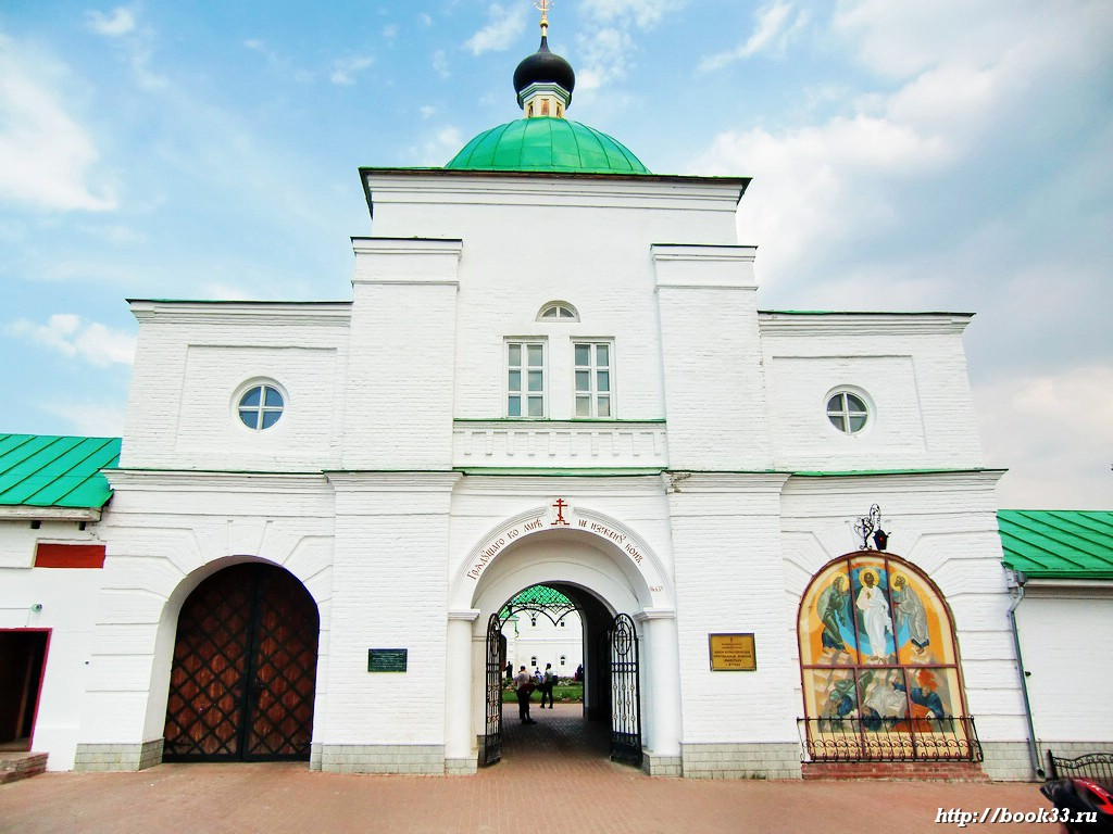 Вход в Спасо-Преображенский монастырь города Мурома