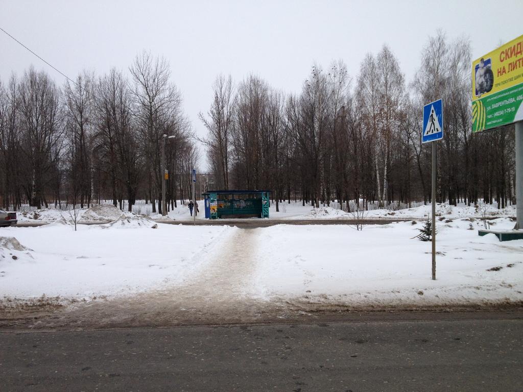 """Автобусная остановка около гипермаркета """"Магнит"""" в Муроме"""