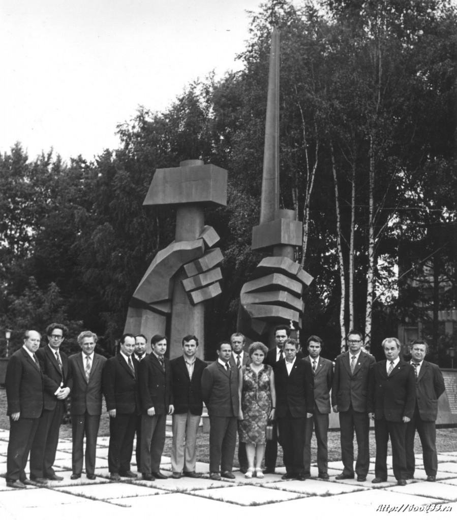 Памятник в честь тридцатилетия со дня Победы в Великой Отечественной войне
