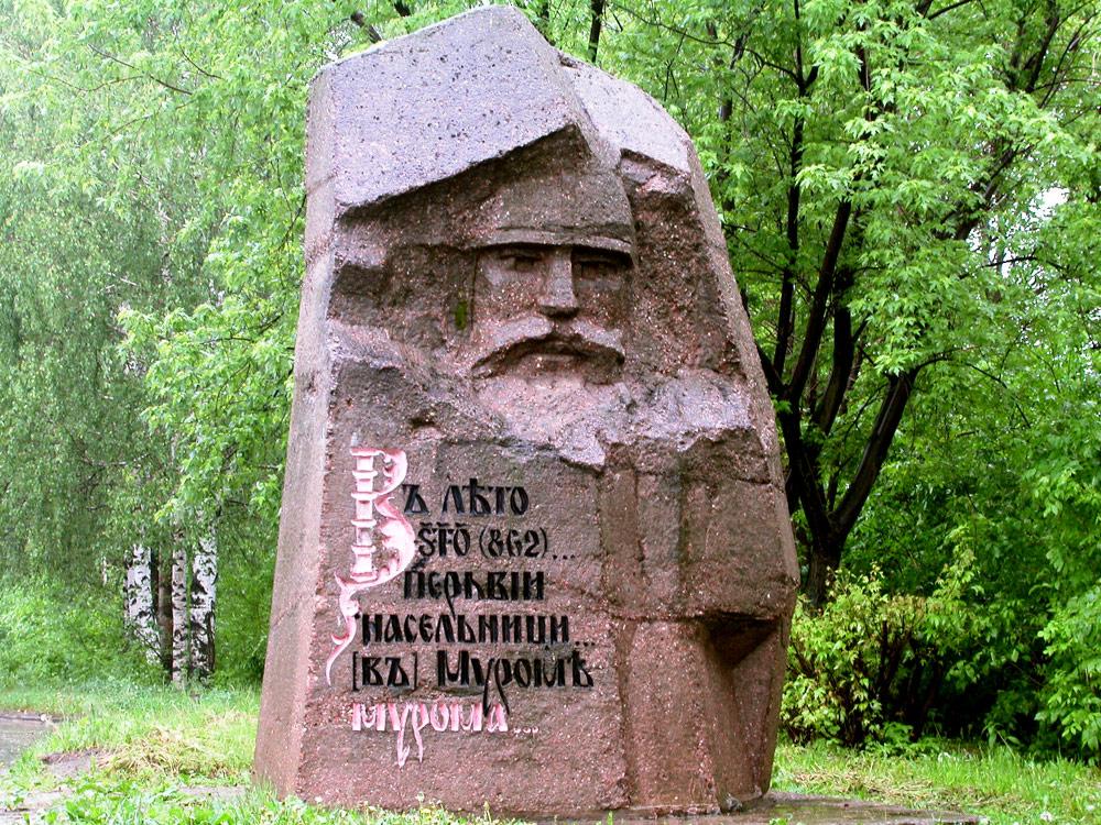 Былинный камень на въезде в Муром