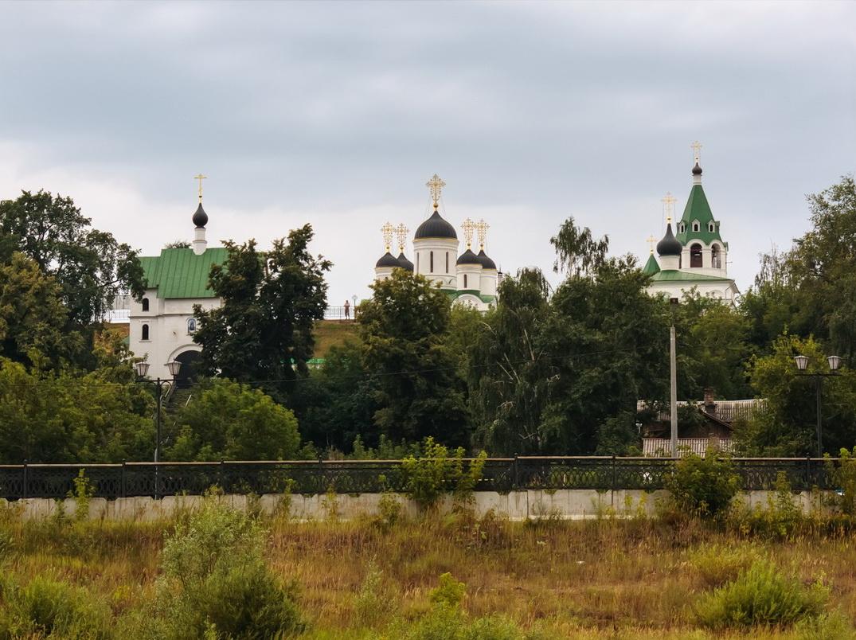 Вид на Муромский Спасский монастырь со стороны Оки