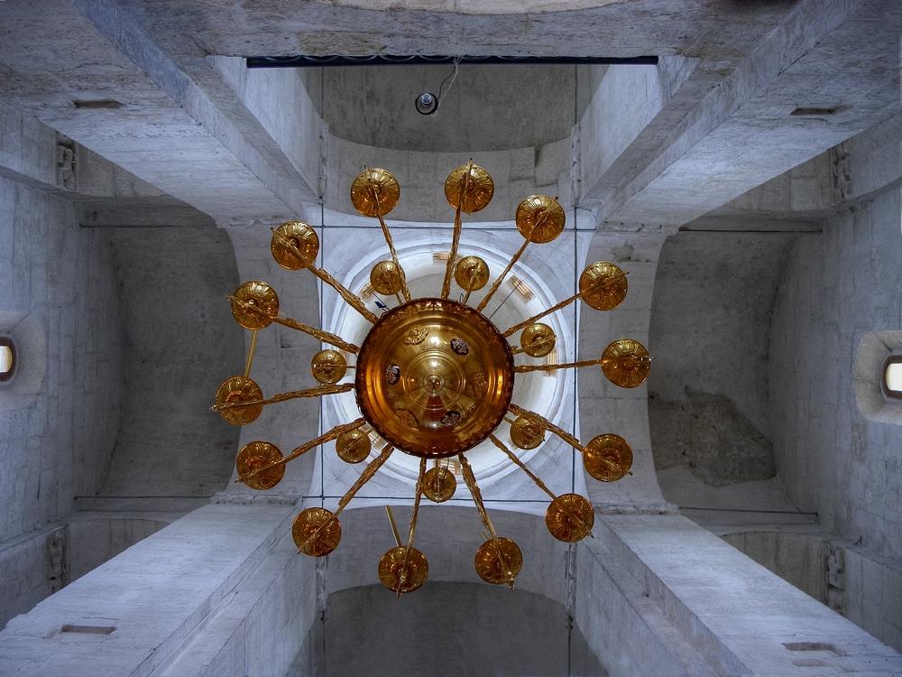 В церкви Покрова на Нерли (Боголюбово, Владимир)