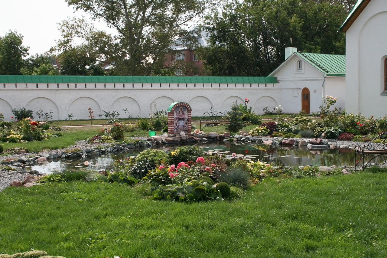 Муромский Спасо-Преображенский монастырь - Цветущий пруд. Фотограф - Кондратьев Денис.