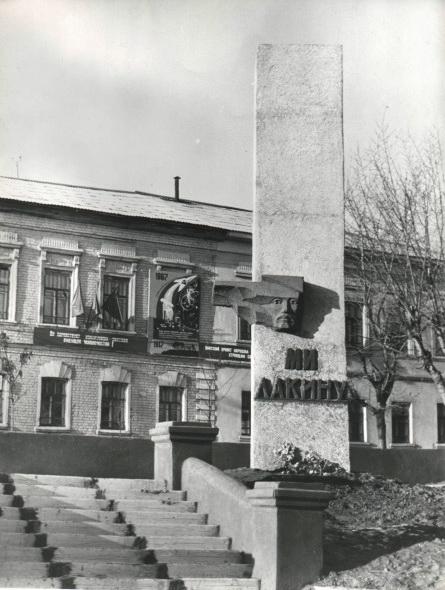 Памятник Лакину в Муроме (старая фотография)