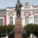 Памятник Ленину во Владимире на соборной площади