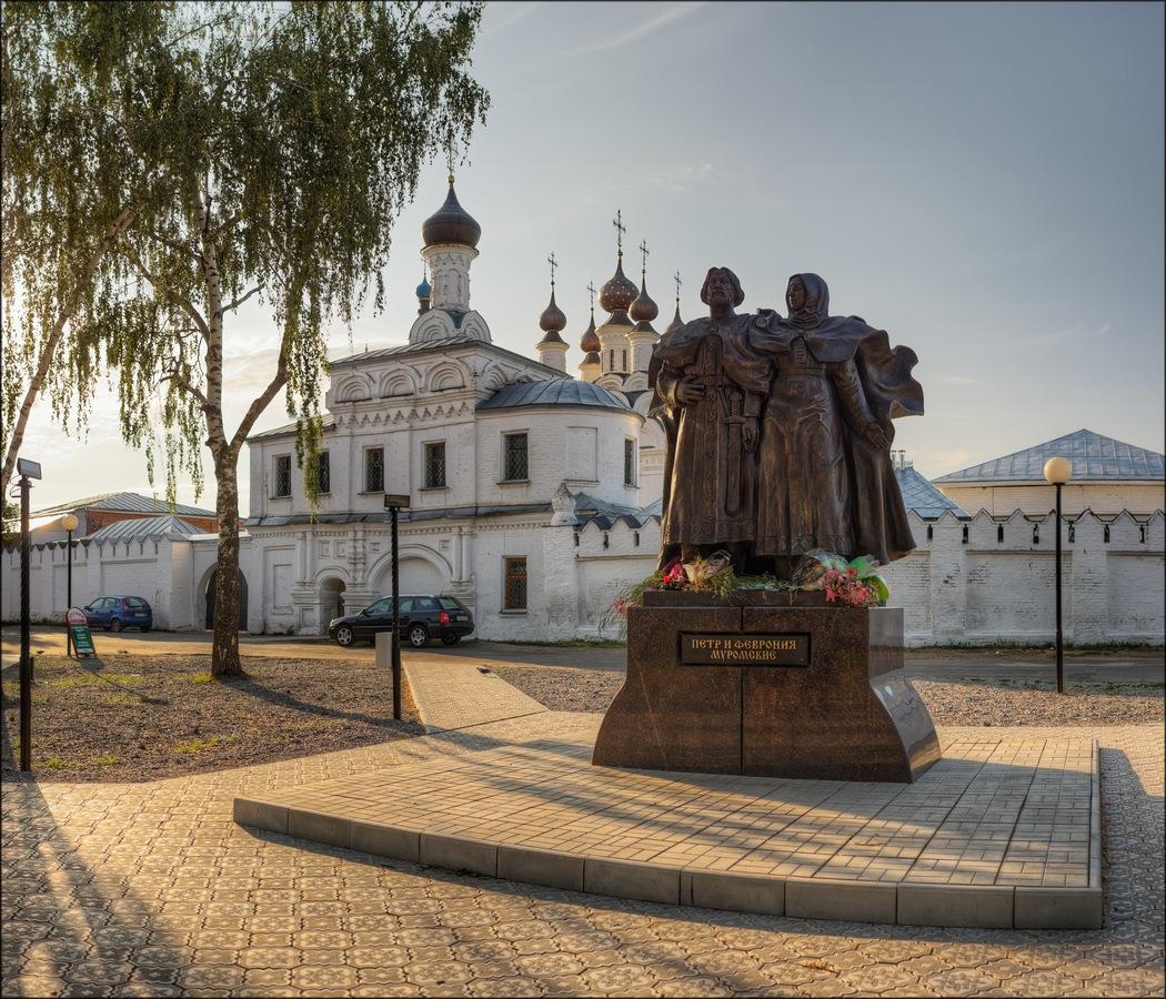 Памятник Петру и Февронии в Муроме. Автор bine