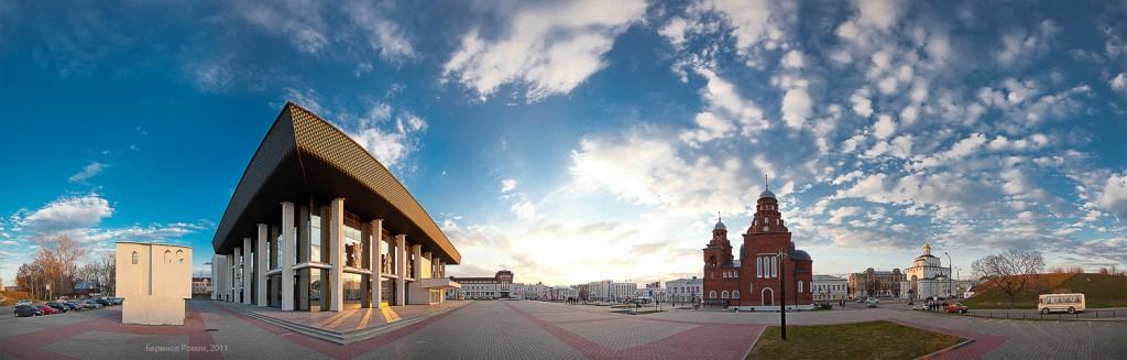 Театральная площадь во Владимире