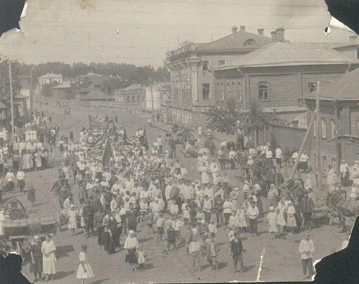Демонстрация на Большой улице  (Юрьев-Польский)