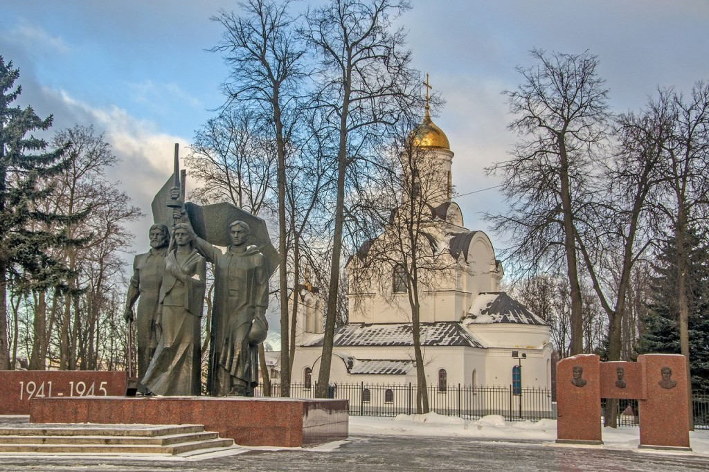 Мемориал и Новая Казанская церковь во Владимире