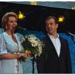 На концерте в честь дня семьи, любви и верности Медведевы