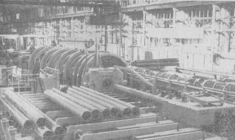 Трубоволочильный стан кольчугинского завода им. С. Орджоникидзе — гигантский механизм, выпускающий трубы различных размеров