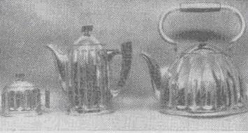 Чайник, кофейник и сахарница—комплект хромированной посуды, выпускаемой с Государственным знаком качества