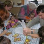 Муромский пекарь. Экскурсии для детей 8 - папа разукрашивает коржик