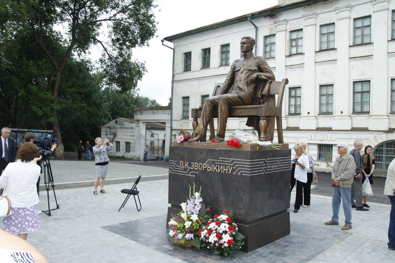 Памятник Зворыкину в Муроме 1