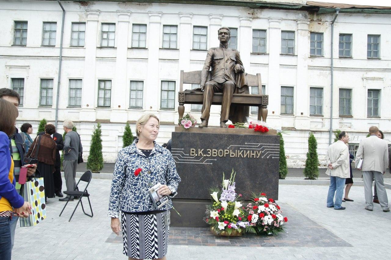 Памятник Зворыкину в Муроме 16