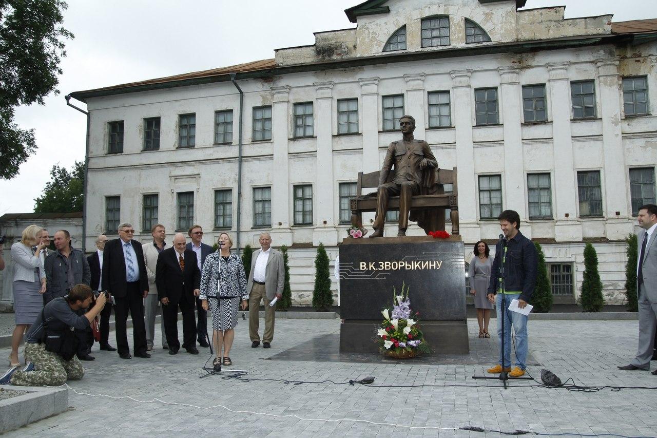 Памятник Зворыкину в Муроме 2