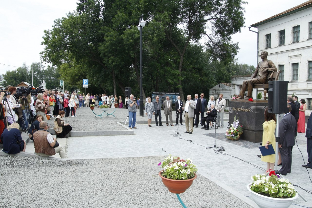 Памятник Зворыкину в Муроме 4