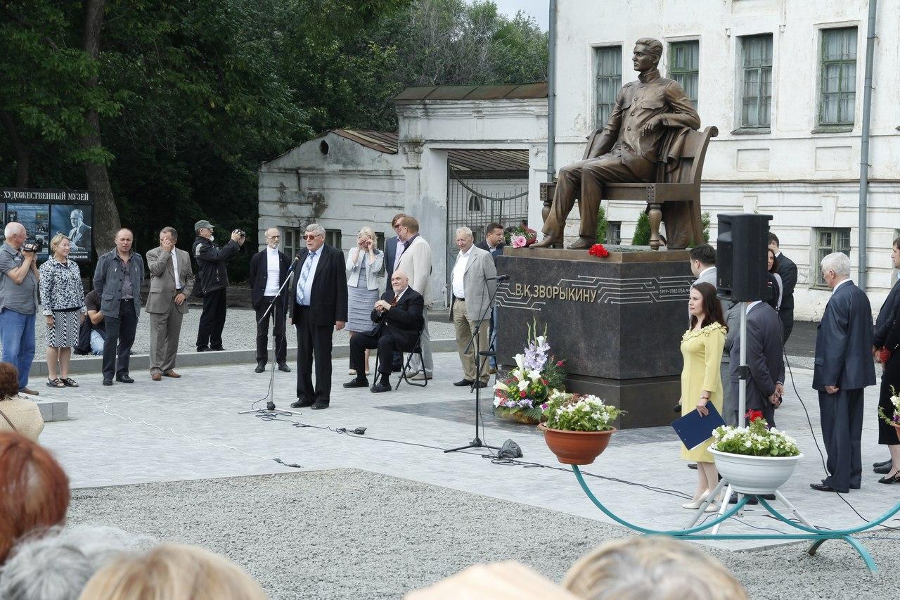 Памятник Зворыкину в Муроме 5