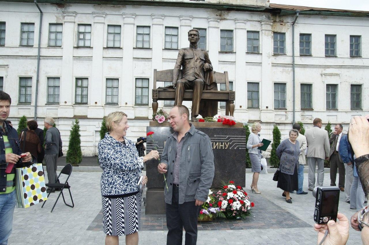Памятник Зворыкину в Муроме 8