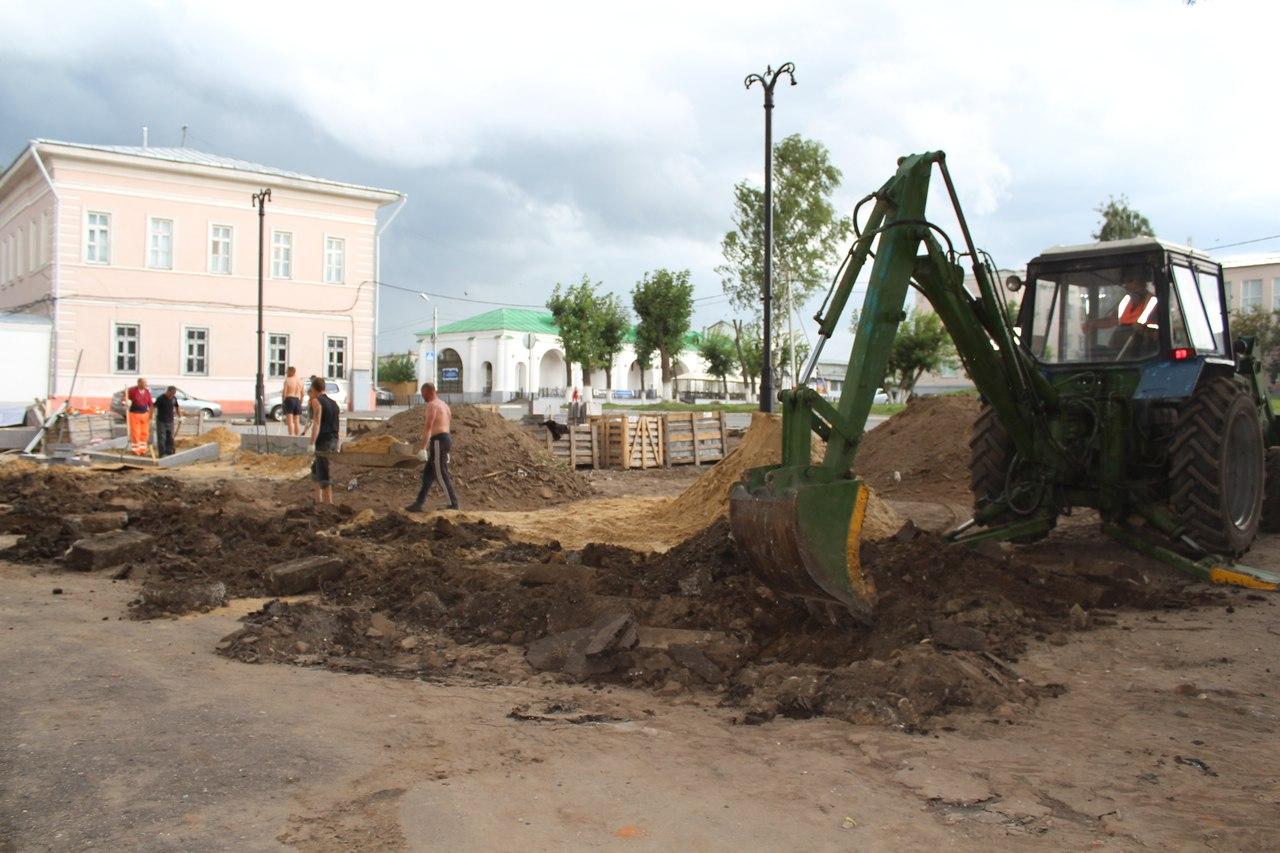 Установка памятника Зворыкину в Муроме 2