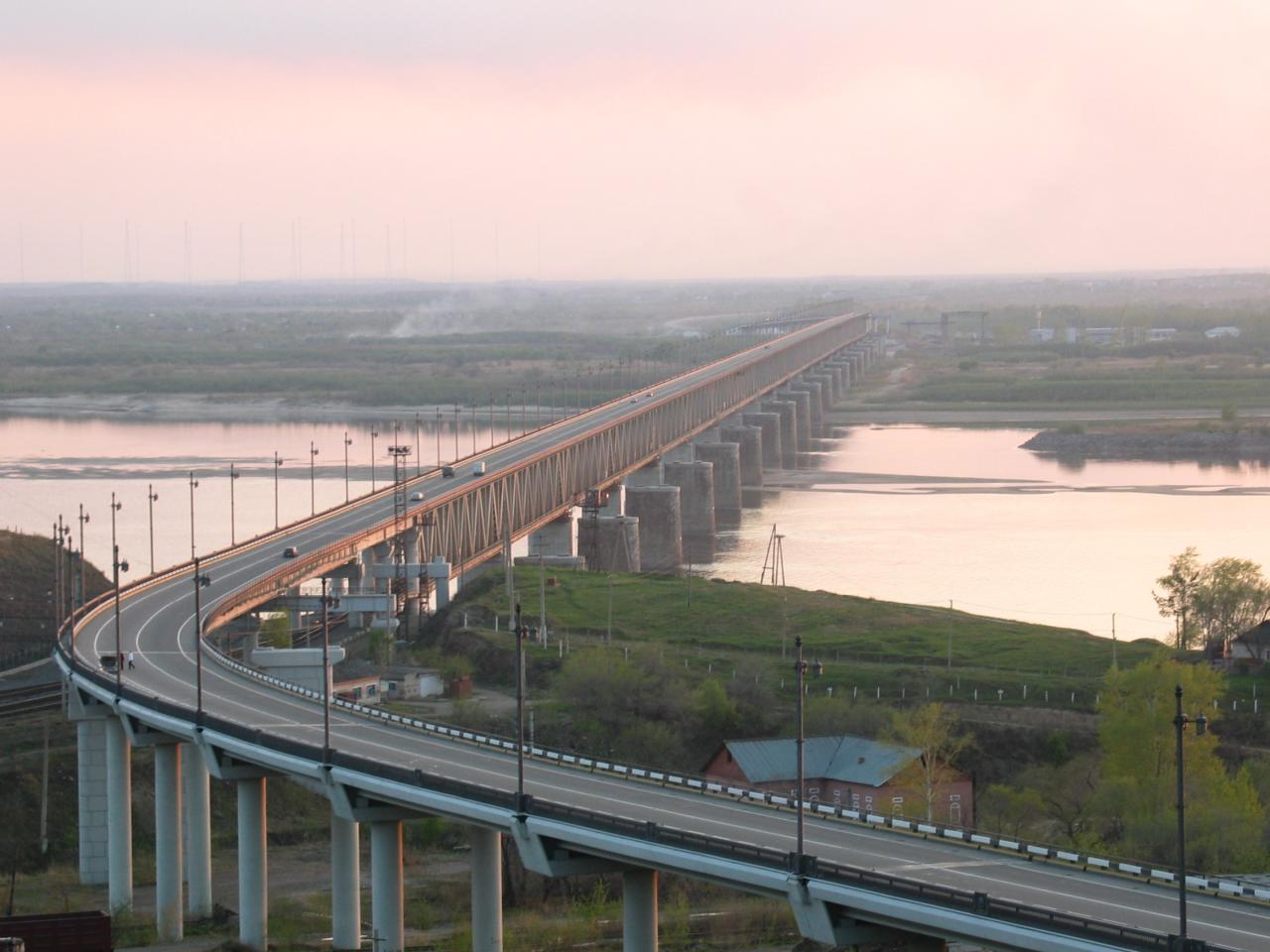 Мост через реку Амур (Хабаровский мост)