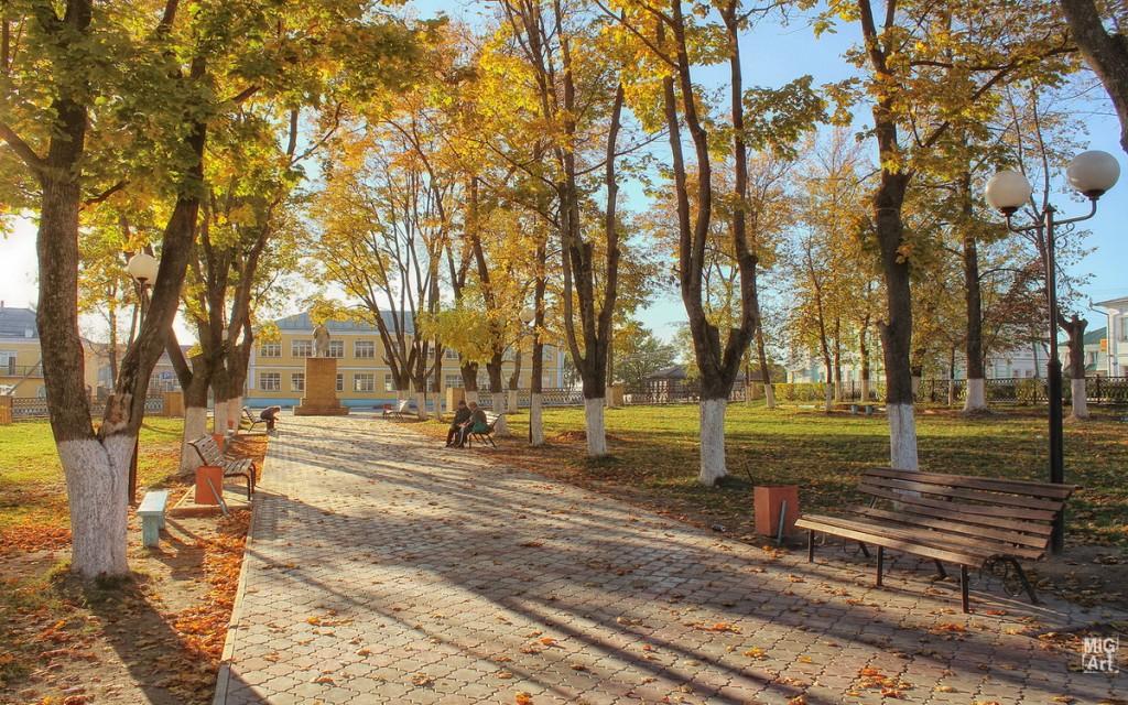 Городской парк города Меленки и скульптура Ленина