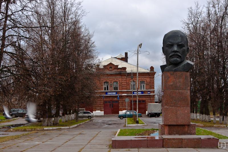 Памятник В.И.Ленину в центре Киржача