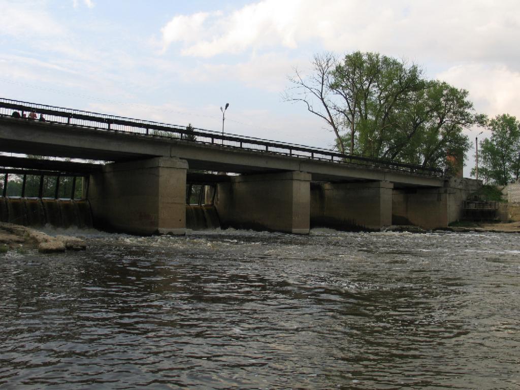 Плотина через реку Киржач в поселке Городищи