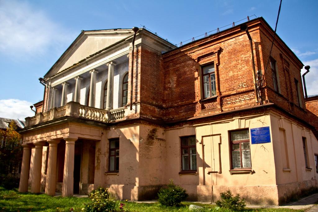 Архитектурный памятник - Школа-интернат