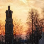 Kolokolnia v Melenki i pamyatnik WOW
