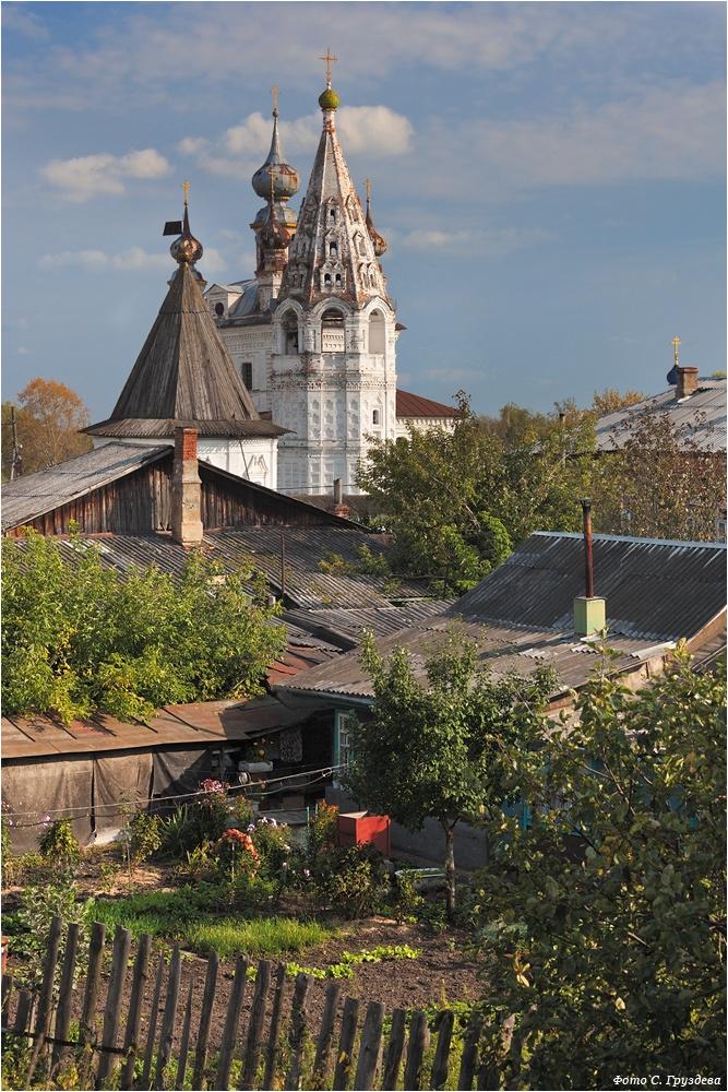 Вид на Михаило-Архангельский монастырь. Сергей Груздев