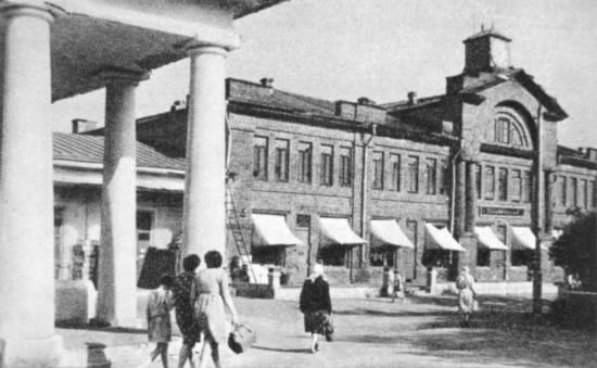Вязники. Базарная площадь. На переднем плане бывший гостинный двор