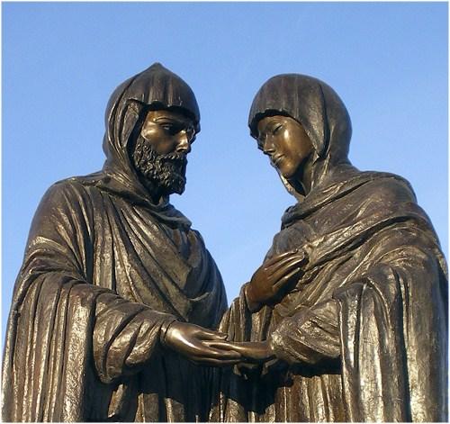 Памятник Петру и Февронии в Красноярске