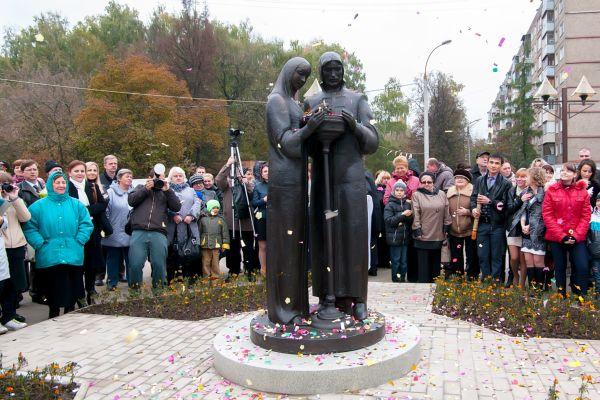 Памятник Петру и Февронии в Подольске