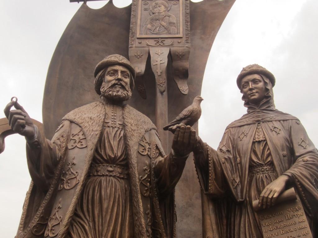 Памятник Петру и Февронии муромским в Екатеринбурге