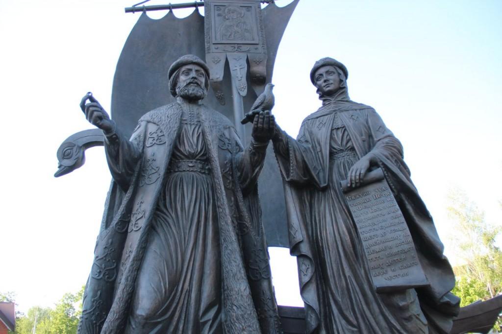 Памятник Петру и Февронии муромским в Ижевске (Удмуртия)