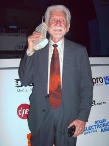 Действительно первый в мире сотовый телефон DynaTac