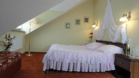 Гостиница Мономах во Владимире - Мансарда номер для новобрачных