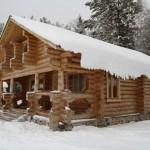Зимний вид. Рубленый домик на базе отдыха Мещерский скит