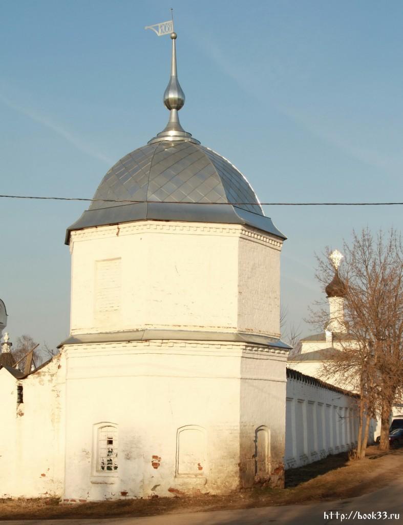 Муром. Ул. Красноармейская.  Ансамбль Благовещенского  монастыря. Стены и башни. XVII век (в федеральной собственности)