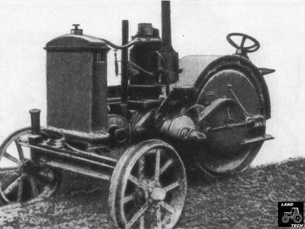 Трактор на черно-белой фотографии