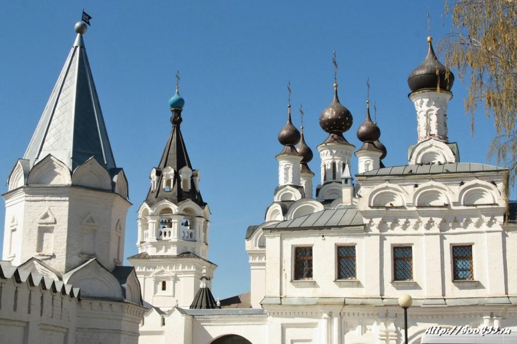 Купола Свято-Троицкого Муромского монастыря. XVII в. Памятник федерального значения