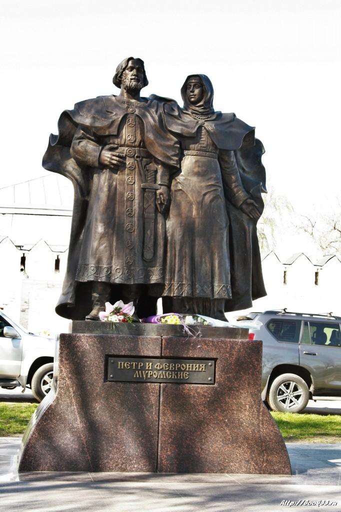 Муром, Площадь Крестьянина. Памятник Петру и Февронии Муромским
