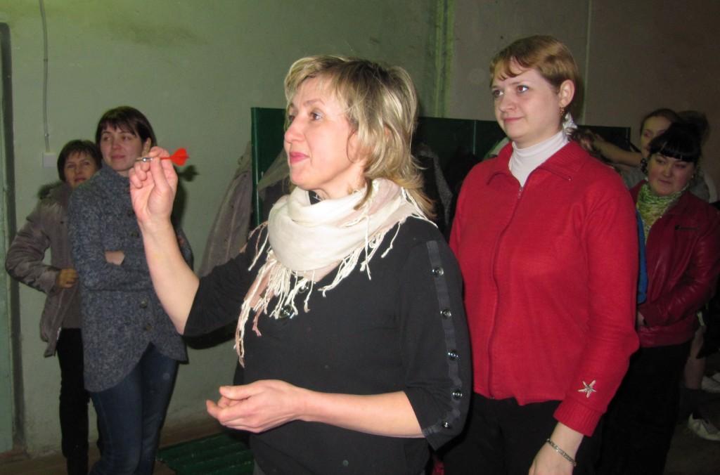Соревнования по дартсу среди женщин в тире на Вербовском