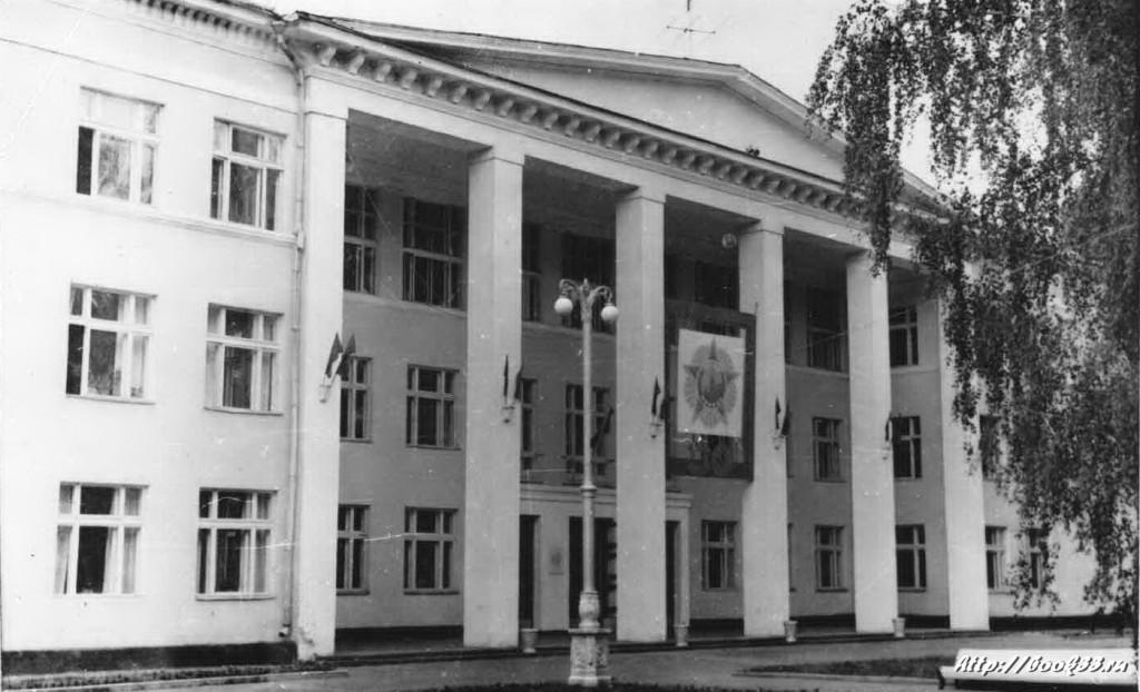Дом Культуры Вербовский. Черно-белая фотография.