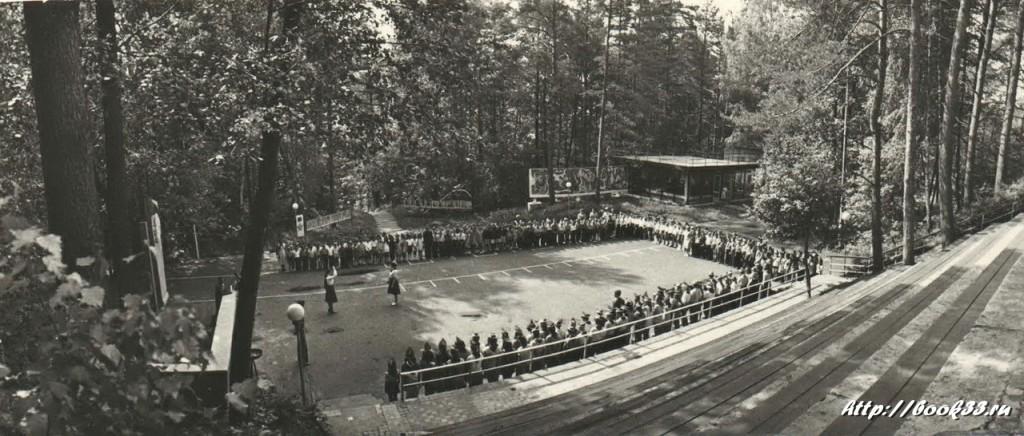 Пионерский лагерь Спутник в Меленковском районе. Центральная площадь