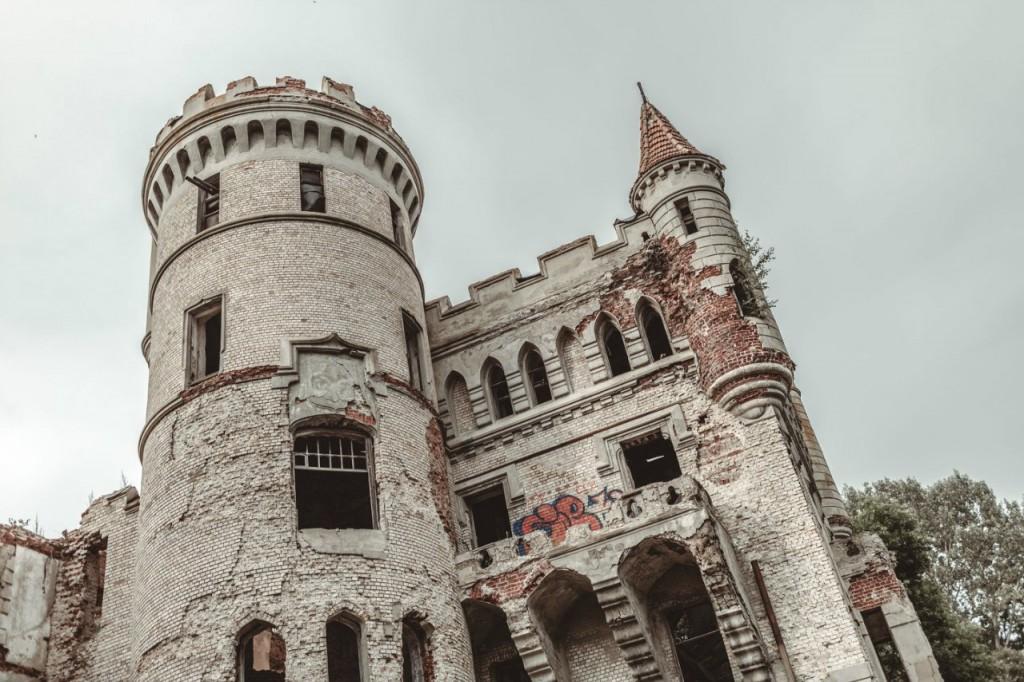 Замок Храповицкого. Фотограф - Дмитрий Колпаков