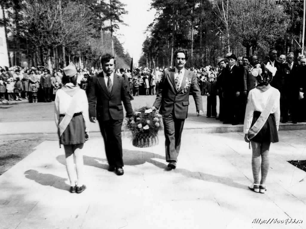 9 мая в Муроме. Цветы к памятнику