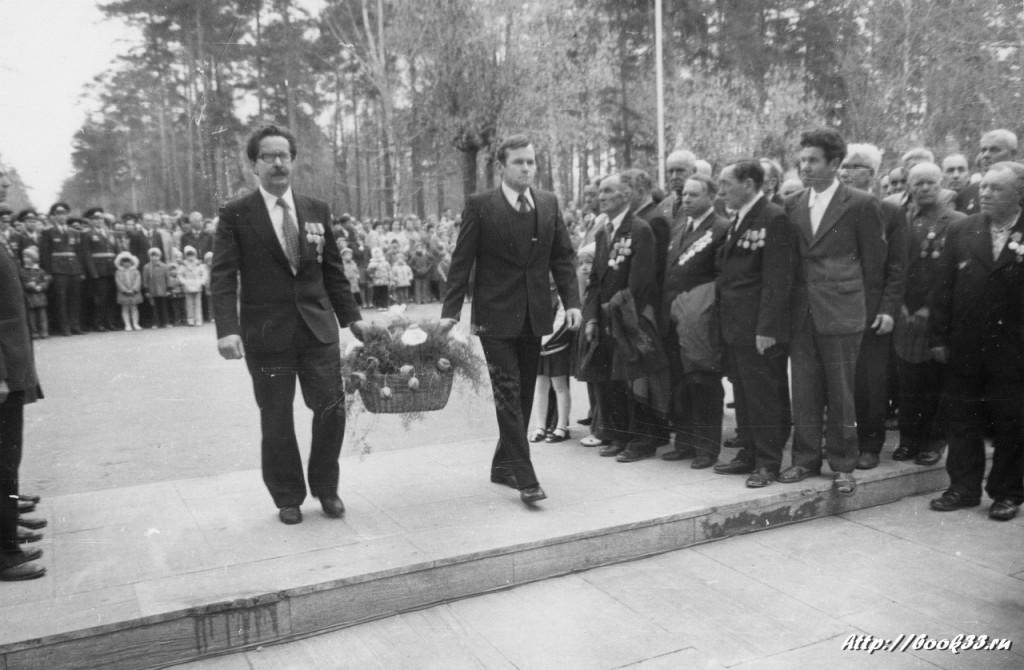9 мая на Вербовском - возложение цветов к памятнику